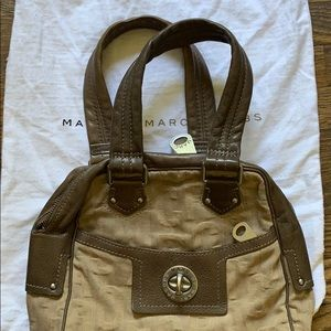 Marc Jacobs tote does come with original dust bag